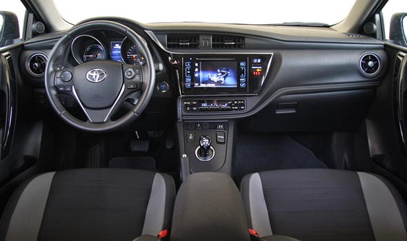 toyota auris hybrid 1 8 136 ps autogreeknews. Black Bedroom Furniture Sets. Home Design Ideas