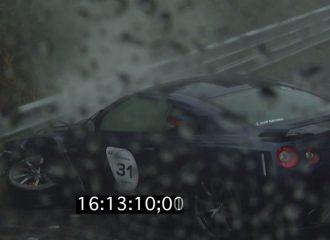 Γυναίκα οδηγός χάνει τον έλεγχο του Nissan GT-R