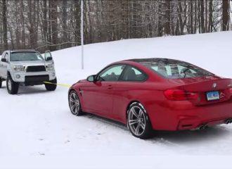 Κόντρα έλξης μεταξύ BMW M4 VS Toyota Tacoma! (video)