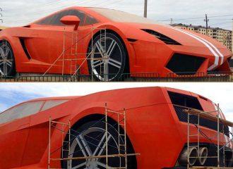 Μια γιγάντια Lamborghini Gallardo για τον Γκιούλιβερ!