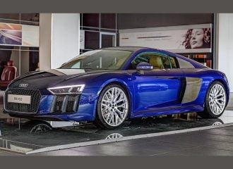 Audi R8 V10 με χρώμα Αβάνας από μέσα και Σαντορίνης απ'έξω