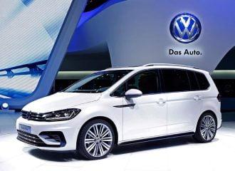 H Volkswagen λανσάρει το πιο σπορτίφ Touran R-Line