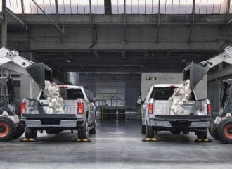 Τεστ αντοχής καρότσας Ford F-150 vs Chevrolet Silverado (+video)
