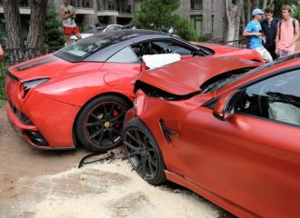 Σφοδρή σύγκρουση μεταξύ BMW M4 και Ferrari California