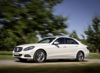 Mercedes Ε 200 156 PS CNG VS E 220 170 PS diesel