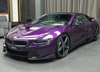 BMW i8 σε εκκεντρικό μοβ χρώμα και carbon body kit