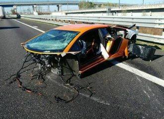 Lambοrghini Aventador SV έγινε σμπαράλια