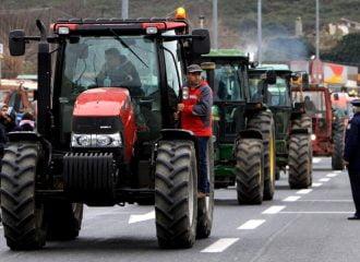 Ποδαρικό με μπλόκα ετοιμάζουν οι αγρότες