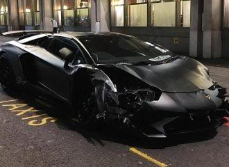 Νεαρός τρακάρει τη Lamborghini Aventador SV (+video)