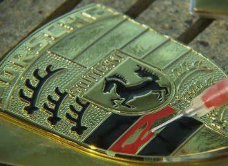 Έτσι κατασκευάζεται το σήμα της Porsche (+video)