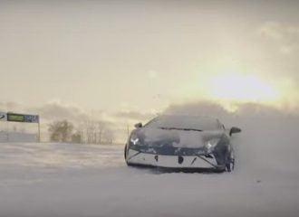 Lamborghini Gallardo και Audi R8 «μπλέκονται» στο χιόνι (+video)