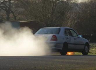 Σκοτώνοντας μία Mercedes-Benz C180 του 1994 (+video)