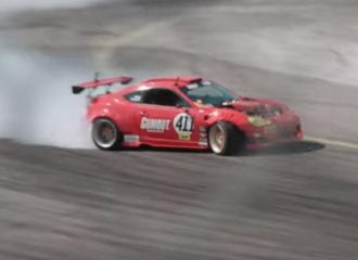 Toyota GT86 παραδίδει μαθήματα drift (+video)