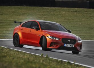 Επίσημη αποκάλυψη της Jaguar που βάζει κάτω τη M3! (+video)