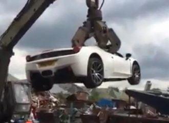 Καταστρέφουν ολοκαίνουργια Ferrari 458 Spider (+video)