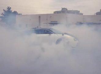 «Καίγοντας» ελαστικά αξίας 40.000 ευρώ! (+video)