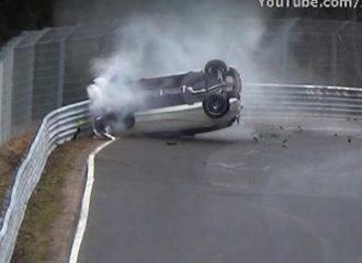 Πήγε με Mercedes-AMG, έφυγε με τα… πόδια (+video)