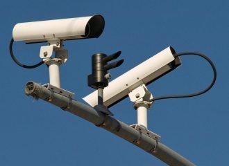 Κάμερα κόβει κλήσεις σε παρκαρισμένο αυτοκίνητο