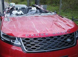 Οδηγός φορτηγού «κούρεψε» ολοκαίνουργιο Range Rover Velar
