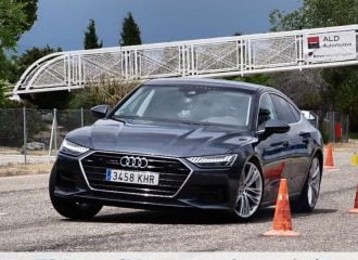 To Audi A7 νίκησε τον… τάρανδο (+video)
