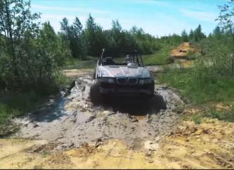Αυτή η BMW X5 δεν κολλάει πουθενά! (+video)