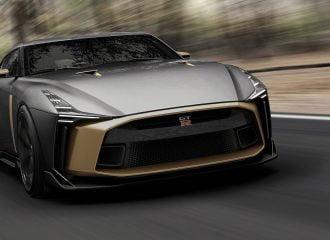 Στην πίστα με το Nissan GT-R των 900.000 ευρώ (+video)