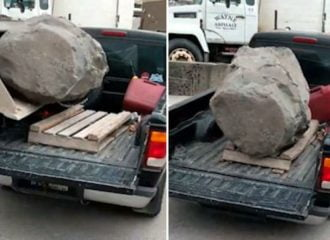 Φόρτωσε βράχο και έσπασε το αμάξι του (+video)