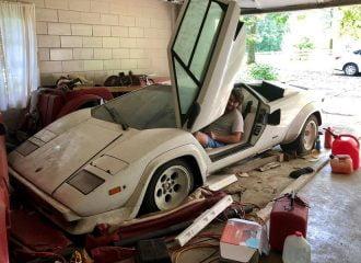 Γιαγιά φύλαγε σε γκαράζ σπάνια Lamborghini Countach!