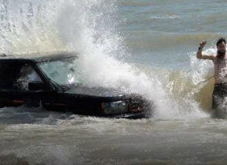 Range Rover Sport βυθίστηκε στη θάλασσα (+video)