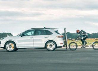 Ποδηλάτης ακολουθεί Porsche με 240 χλμ./ώρα (+video)
