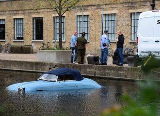 Ντελιβεράς έριξε Porsche 356 Roadster στο ποτάμι (+video)