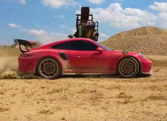 Στο χώμα με Porsche 350.000 ευρώ (+video)