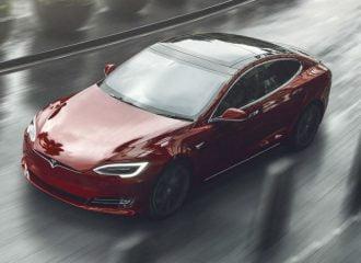 Τα Tesla πλέον θα βρίσκουν πάρκινγκ μόνα τους