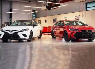 Η Toyota «αγριεύει» τα Camry και Avalon (+video)