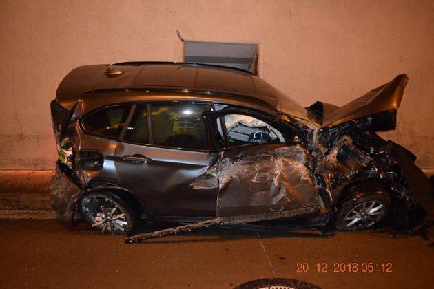 http://www.autogreeknews.gr/wp-content/uploads/2018/12/BMW-crash-1-630x420.jpg
