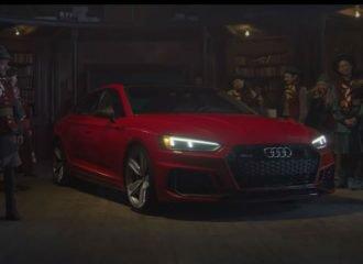 O Άη Βασίλης γίνεται «μοντέλο» για το Audi RS 5 (+video)