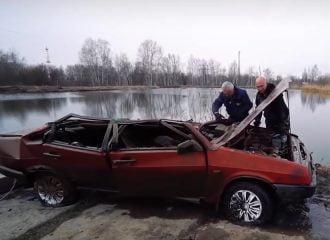 Θα πάρει μπρος Lada που ήταν μέσα σε λίμνη; (+video)