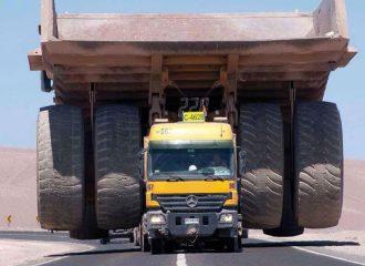 Μercedes Actros κουβαλάει Caterpillar 624 τόνων!