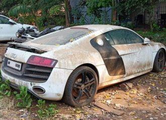 Κατασχεμένο Audi R8 ρημάζει έξω από αστυνομία