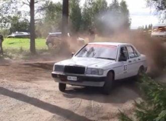 Ντίζελ Mercedes 190E «οργώνει» σε ράλλυ (+video)