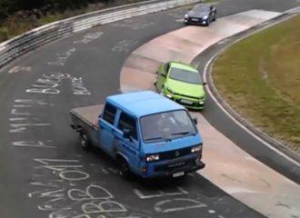 VW Transporter «με το πλάι κι όπου πάει» (+video)