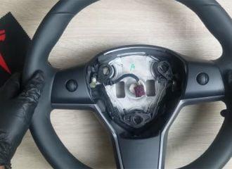Στο εσωτερικό ενός τιμονιού Tesla Model 3 (+video)