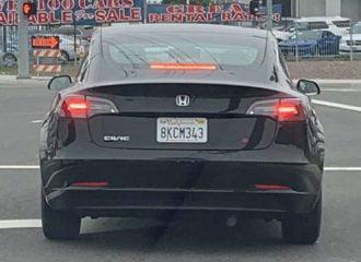 Tesla θέλει πολύ να γίνει Honda Civic!