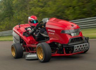 Το ταχύτερο χλοοκοπτικό της Ιστορίας είναι Honda! (+video)