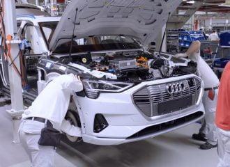 Η εντυπωσιακή παραγωγή του Audi e-tron (+video)