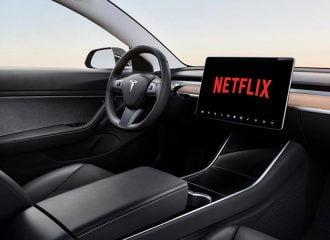 H Tesla προσφέρει Netflix στο αυτοκίνητο!