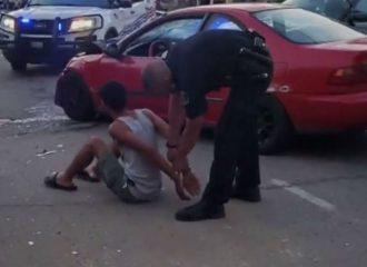 Αστυνομικός πέρασε STOP και συνέλαβε αυτόν που τράκαρε! (+video)