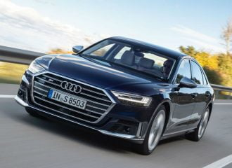 Καταιγιστική πολυτέλεια από το νέο Audi S8 (+video)