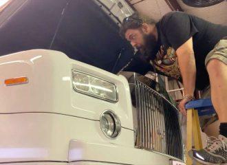 Πώς αλλάζεις λάδια σε Rolls-Royce (+video)
