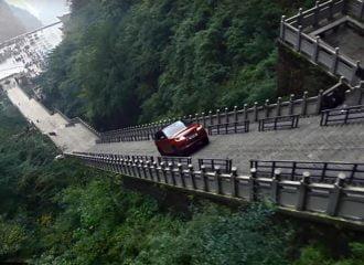 Πώς κατέβηκε τα 999 σκαλιά το Ranger Rover της διαφήμισης;